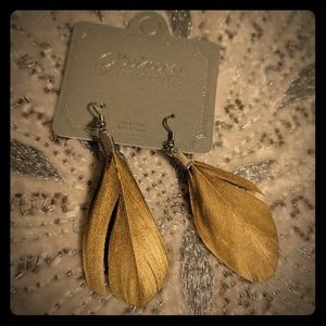 Free pair of earrings with any purchase